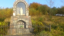 Kapliczka na trasie rowerowej w miejscowości Pierszczewo
