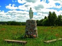 Kapliczka w Koleczkowie, nad Jeziorem Marchowo