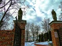 Brama na cmentarz przy kolegiacie