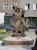 Pomnik Świętopełka II Wielkiego przy ulicy Szerokiej w Gdańsku z napisem: