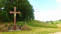 Dejk - granitowy krzyż na rozstajach